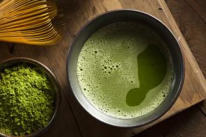 La bevanda che ti aiuta a sgonfiare le gambe e tornare in forma: il Matcha.