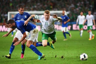epa05384683 James McClean (R) of Ireland in action against Italian players Stefano Sturaro (L) and Angelo Ogbonna (C) during the UEFA EURO 2016 group E preliminary round match between Italy and Ireland at Stade Pierre Mauroy in Lille Metropole, France, 22 June 2016.  (RESTRICTIONS APPLY: For editorial news reporting purposes only. Not used for commercial or marketing purposes without prior written approval of UEFA. Images must appear as still images and must not emulate match action video footage. Photographs published in online publications (whether via the Internet or otherwise) shall have an interval of at least 20 seconds between the posting.)  EPA/ANDY RAIN   EDITORIAL USE ONLY