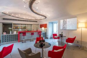 Palazzo Caracciolo: albergo e luogo di ritrovo per ospiti stranieri e i partenopei