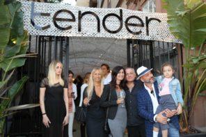 Folla ed entusiasmo all'inaugurazione del nuovo Tender a Mergellina