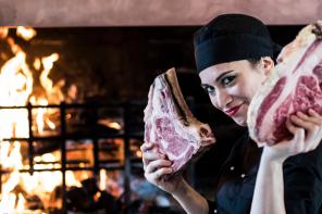 Tra Roma e Napoli la chef Paola Marsella fa scacco matto con le sue bistecche