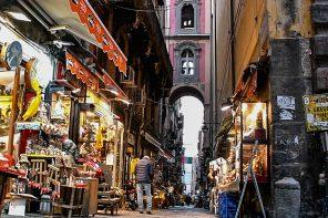 Via San Gregorio Armeno, tra storia mito e leggenda